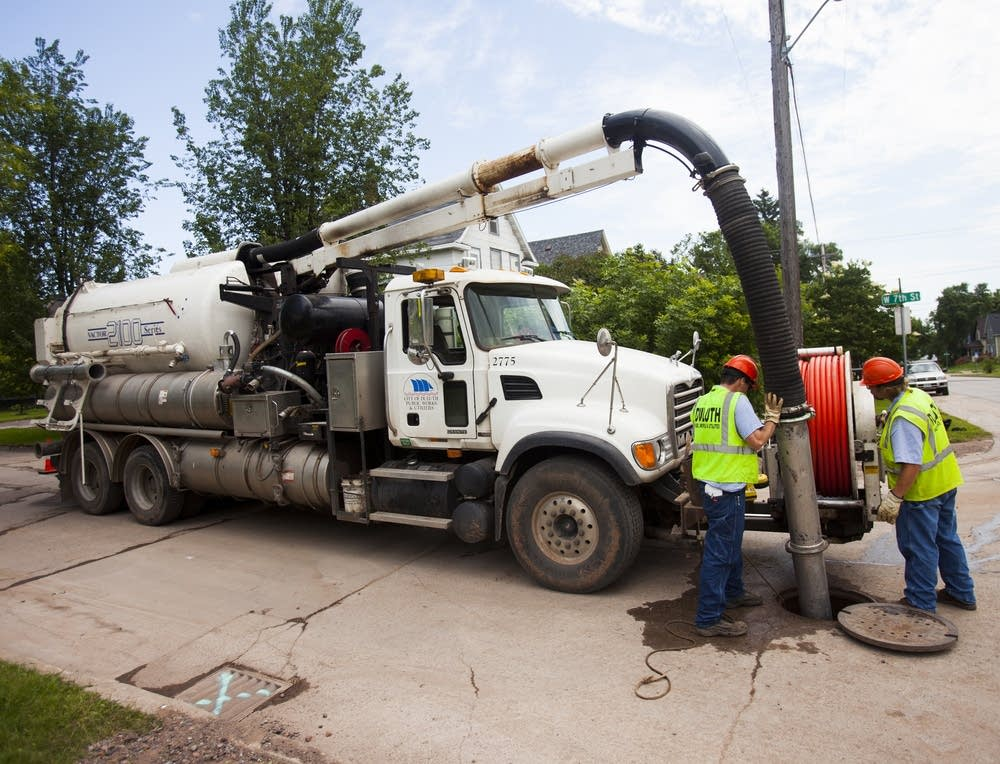 Clearing sewer lines