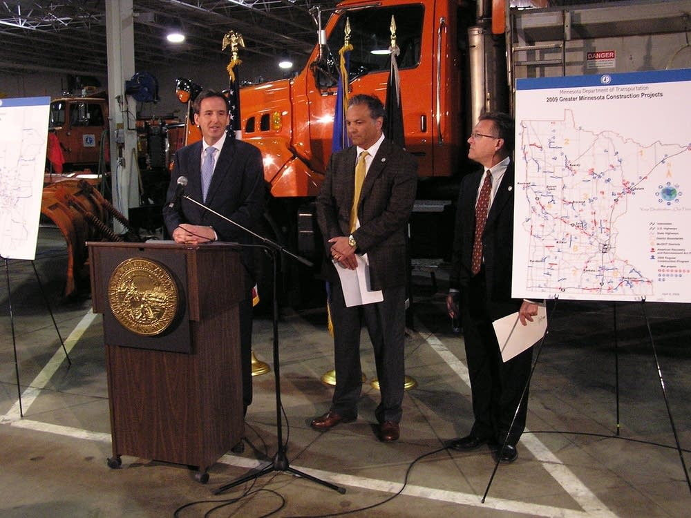 Gov. Pawlenty meets with MnDOT officials