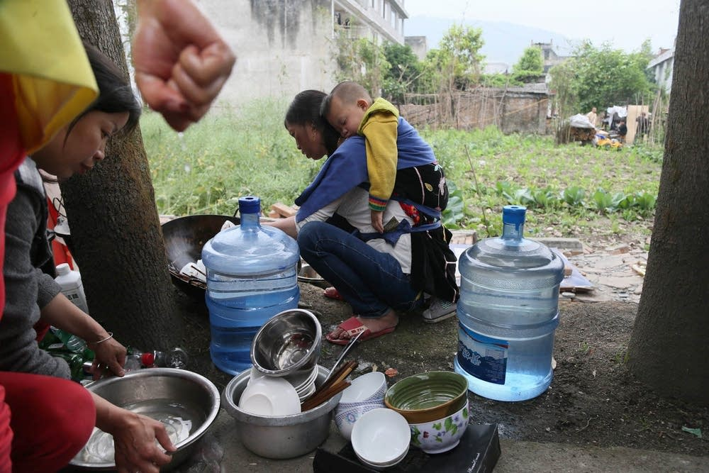 Washing dishes in temporary settlement