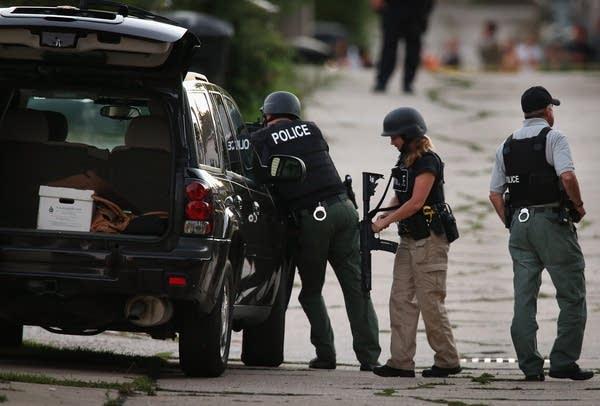 Police secure neighborhood
