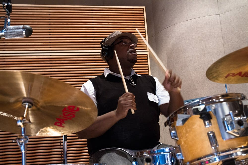 Kevin Washington plays the drums.