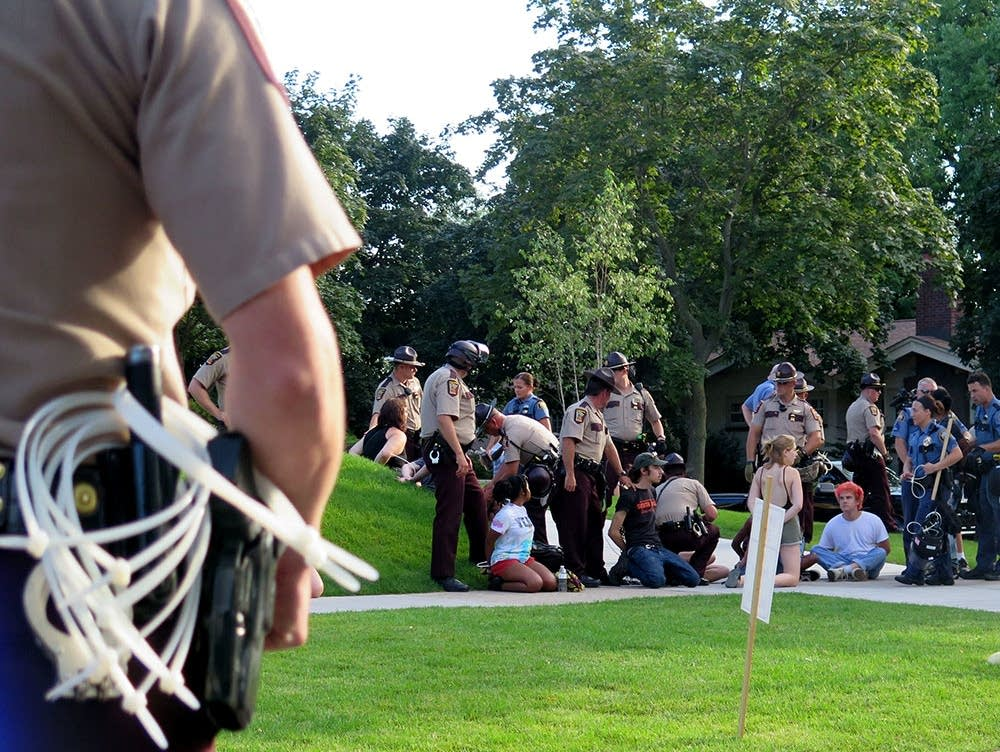 Police arrest Summit Avenue protesters