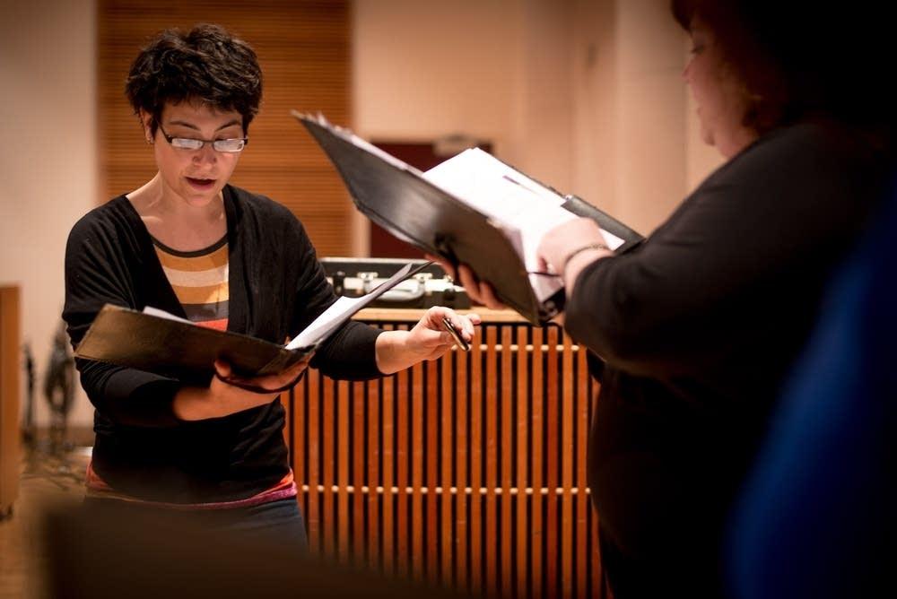 Abbie Betinis conducting