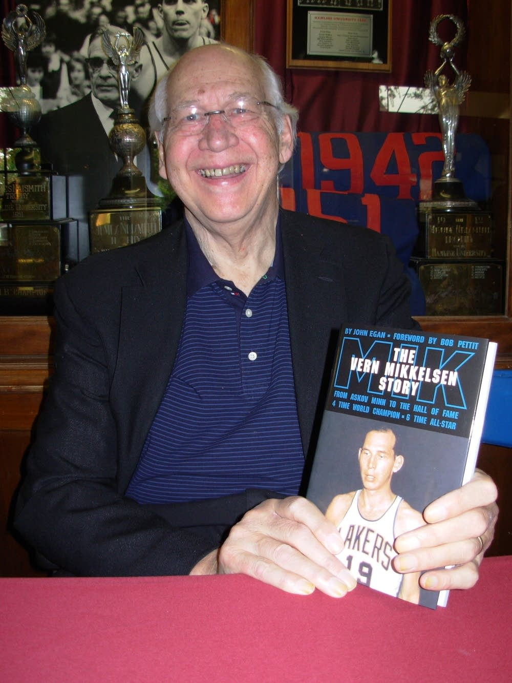 Biography recalls Mikkelsen s days with the Minneapolis Lakers