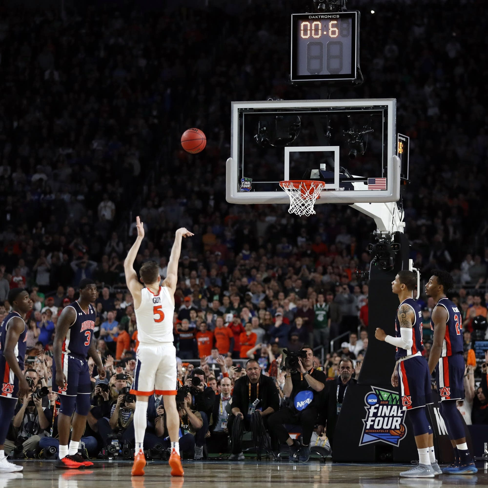 Virginia's Kyle Guy shoots the last free throw