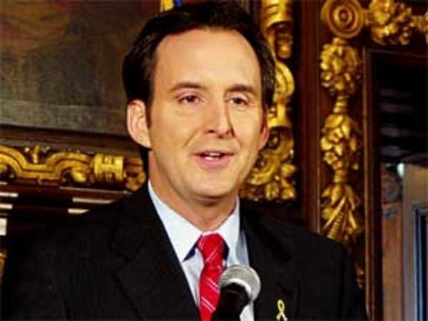 Pawlenty reacts cautiously