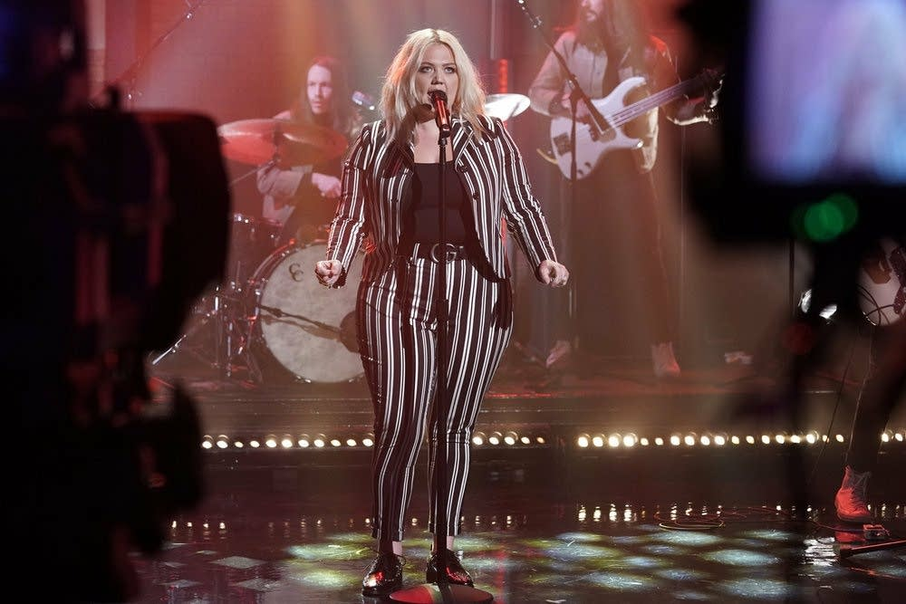 Elle King performs on 'Late Night with Seth Meyers'