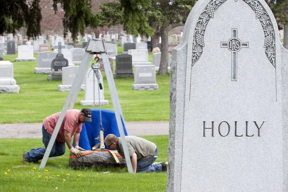 Grave grooming