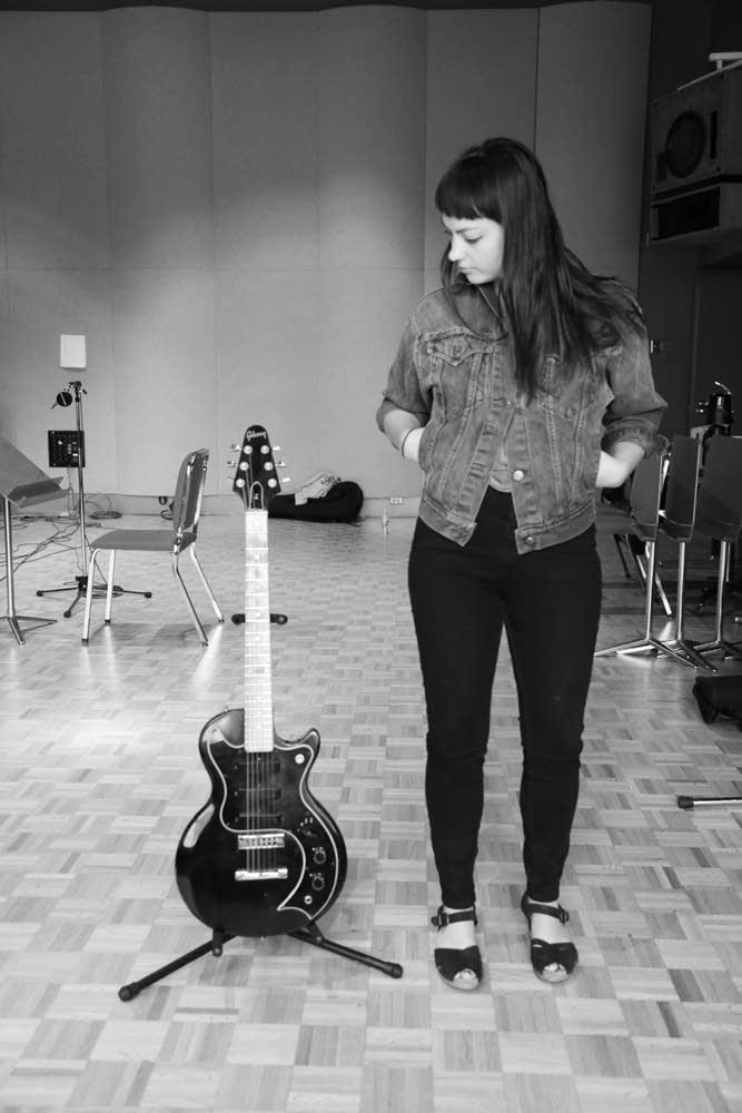 angel olsen gibson guitar