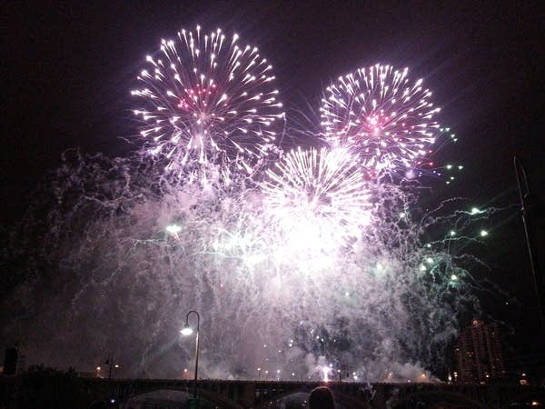 Aquatennial fireworks 2016