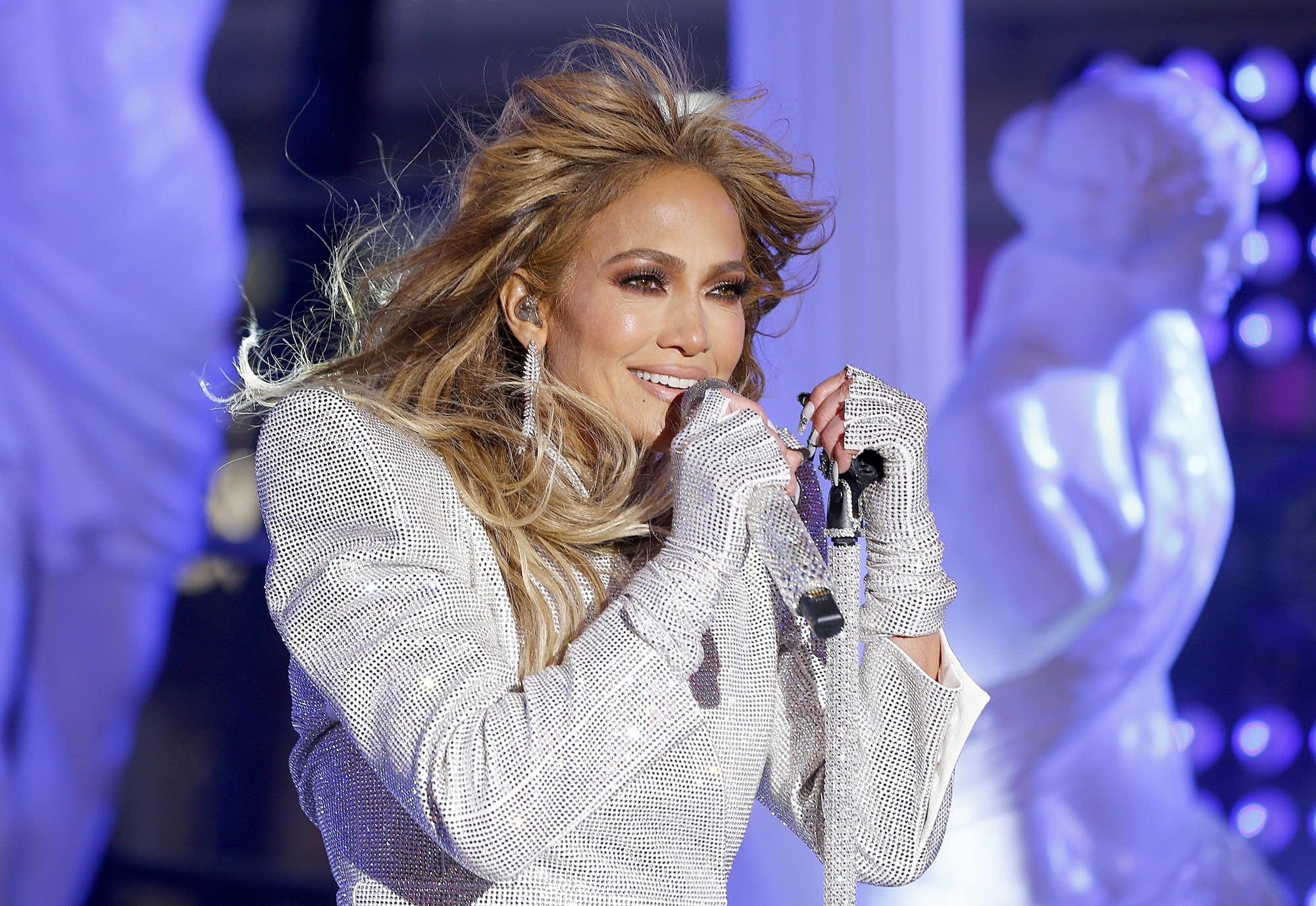 Jennifer Lopez performs live from Times Square on New Year's Eve