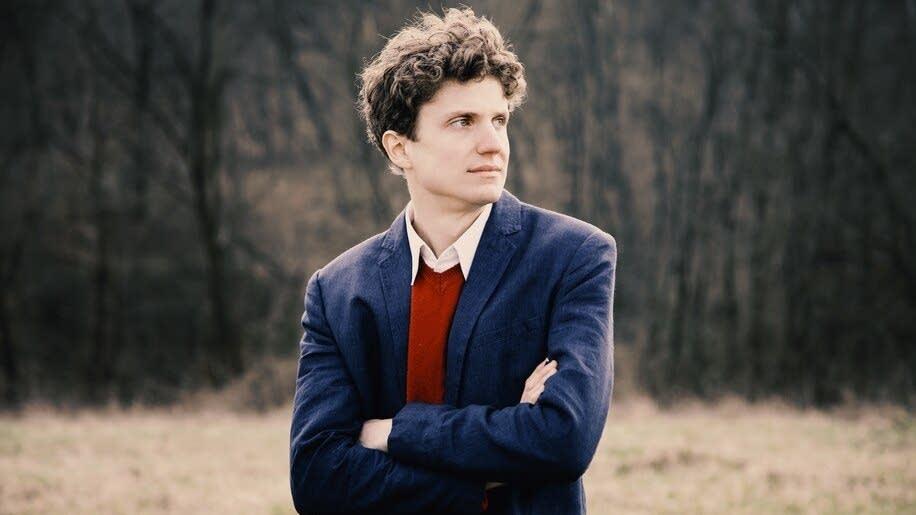 Pianist Zoltan Fejervari
