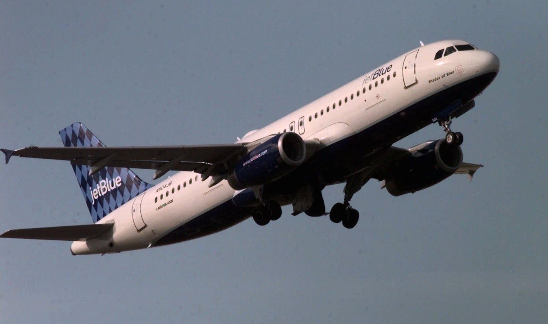 A JetBlue leaves South Burlington, Vt.