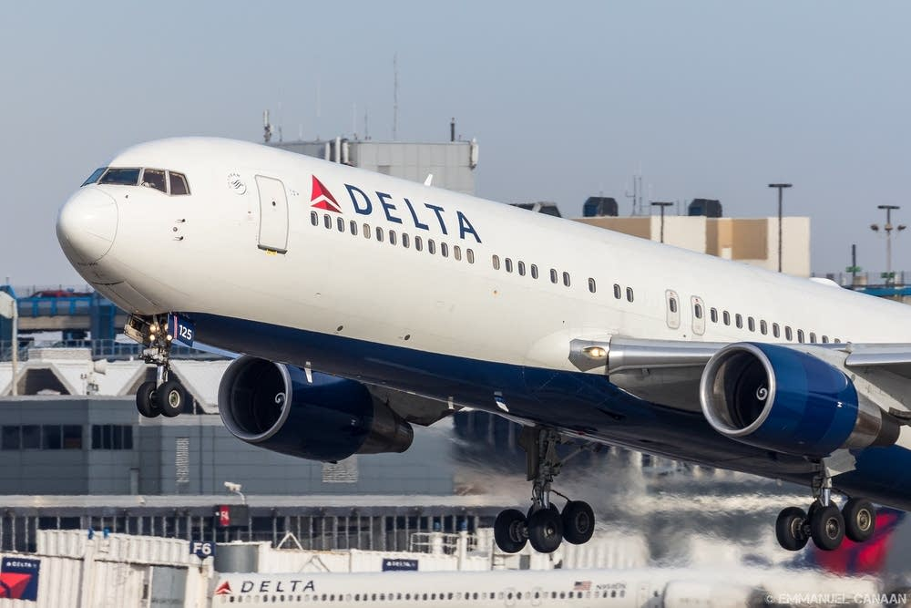Delta plane leaving MSP