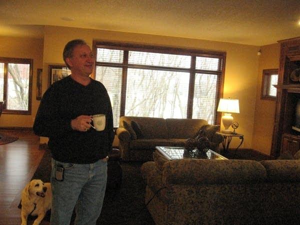 Carl Cederberg in the living room