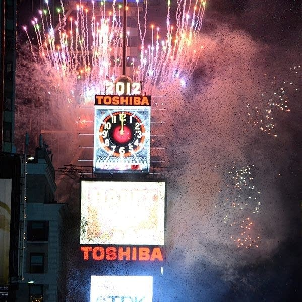 599px-New_Year_Ball_Drop_Event_for_2012_at_Times_Square