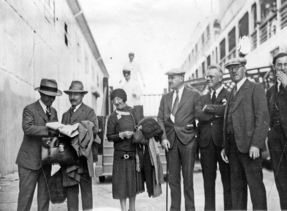 Orchestra members boarded a ship in Cuba in 1929.