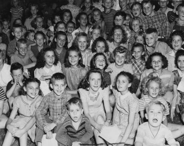 Riverside Park singers, 1943