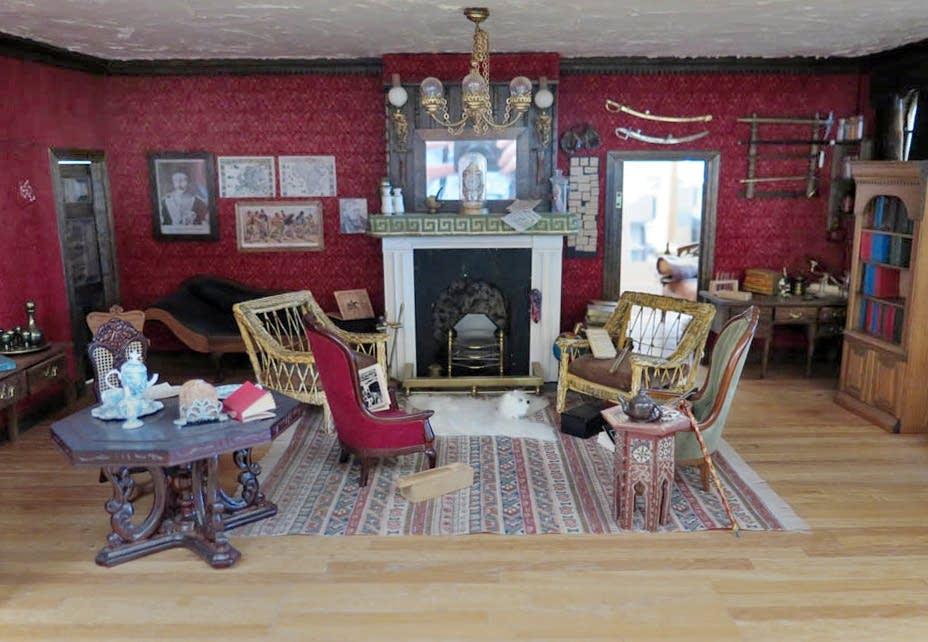 Miniature replica of Sherlock Holmes' sitting room