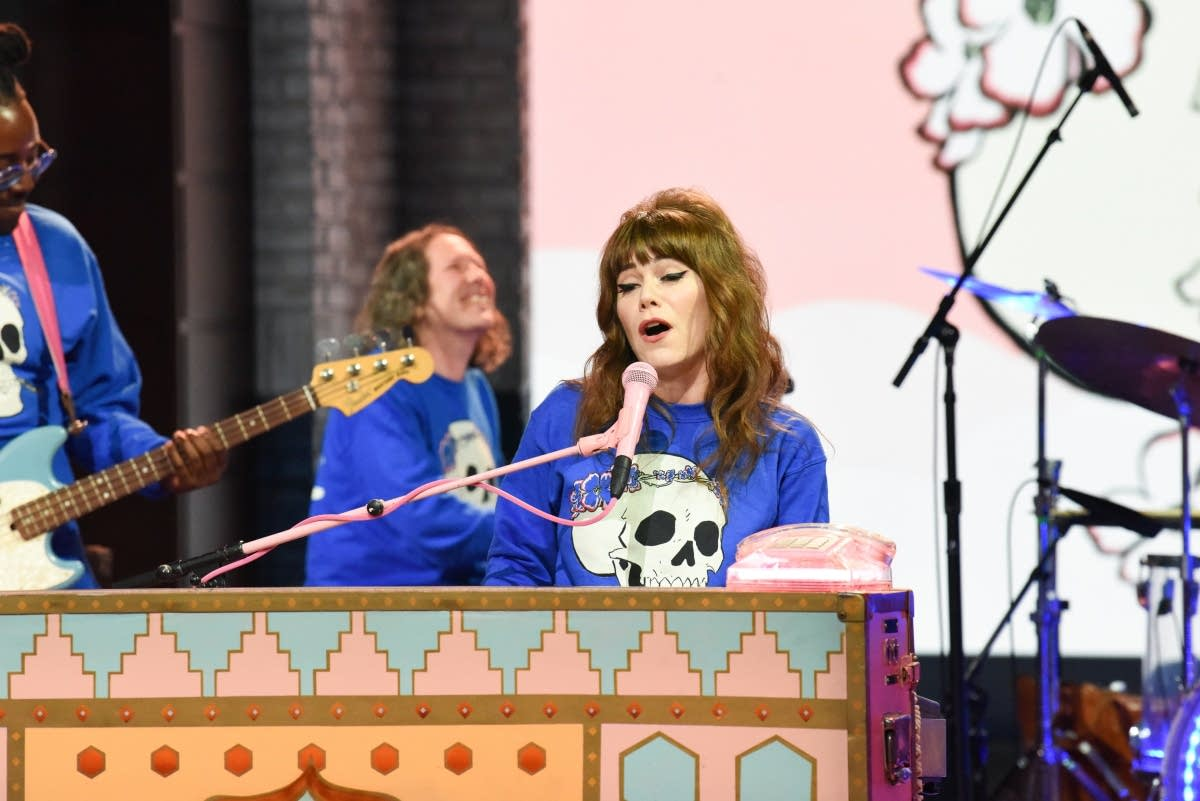 Jenny Lewis performs on 'The Late Show with Stephen Colbert'