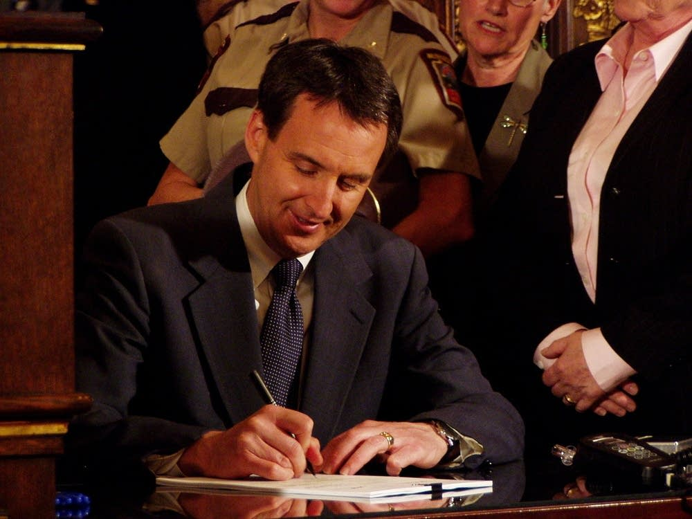 Pawlenty signs bill