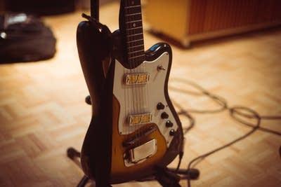 2af723 20131023 harmony guitar till timm